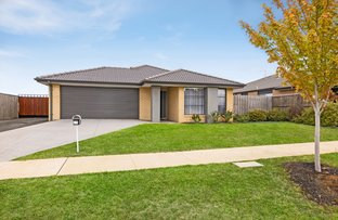 Picture of 29 Greenfields Boulevard, Romsey VIC 3434