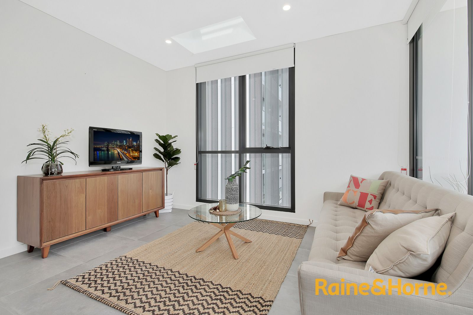 805/2F Wentworth Park Road, Glebe NSW 2037, Image 2