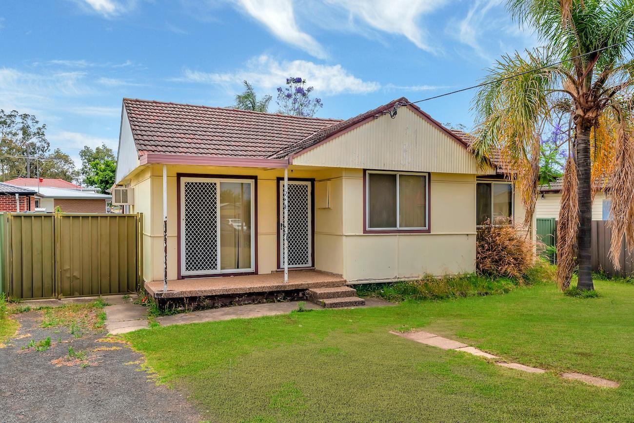 9 Quiros Avenue, Fairfield West NSW 2165, Image 0