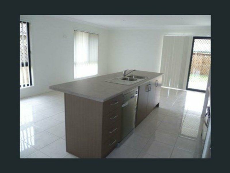 33 Stradbroke Street, Redland Bay QLD 4165, Image 2