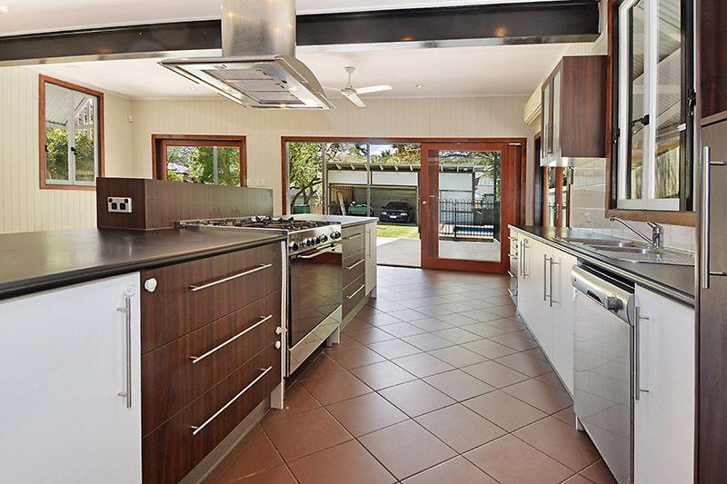63 Pembroke Road, Coorparoo QLD 4151, Image 2