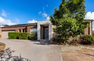 Picture of 1/7 Bilbao Way, Point Cook VIC 3030