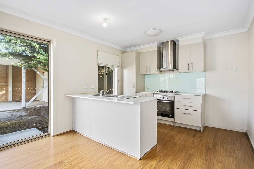2/11 Bernhardt Ave, Hoppers Crossing VIC 3029, Image 1