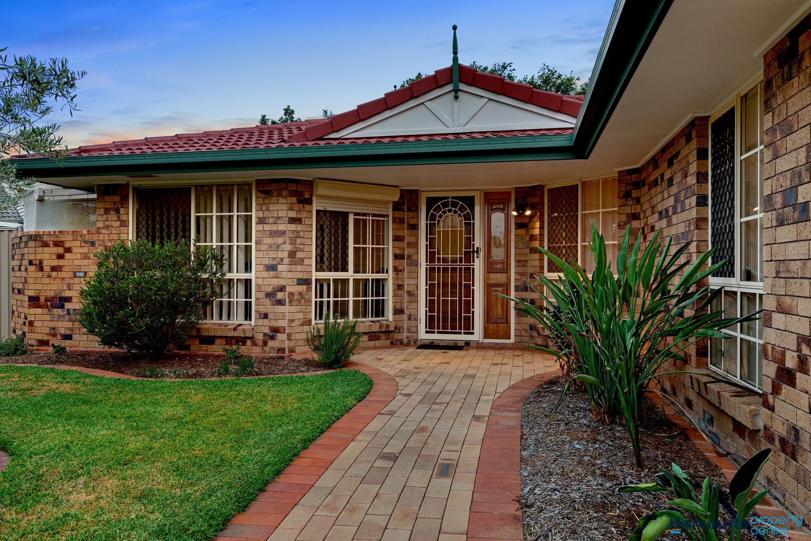 18 Coneyhurst Crescent, Carindale QLD 4152, Image 0
