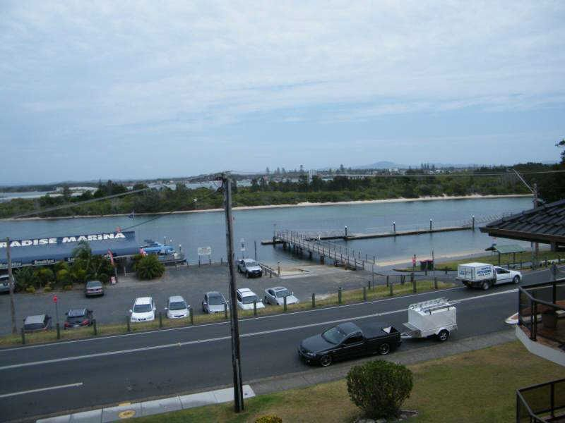 "13 ""Lakeshore Lodge"" 