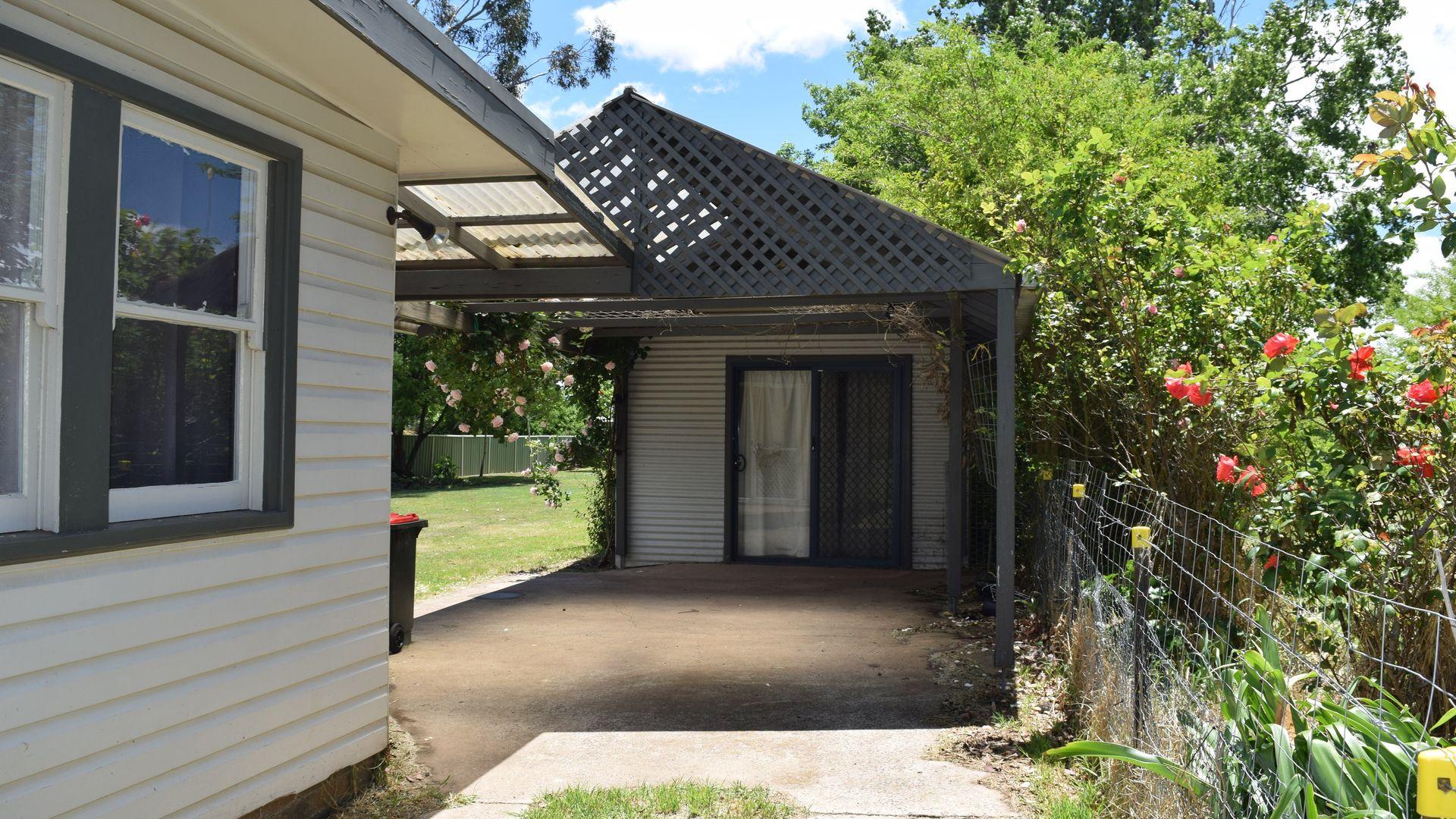 23 Ebor Road, Guyra NSW 2365, Image 2