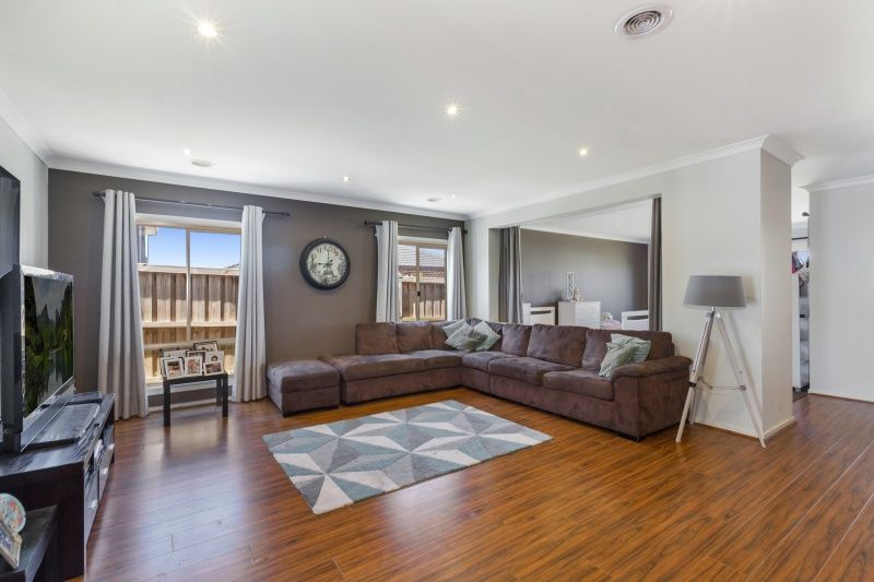 43 Golf Links Drive, Beveridge VIC 3753, Image 2