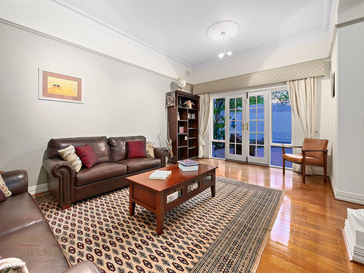 2/11 Tweeddale Road, Applecross WA 6153, Image 2