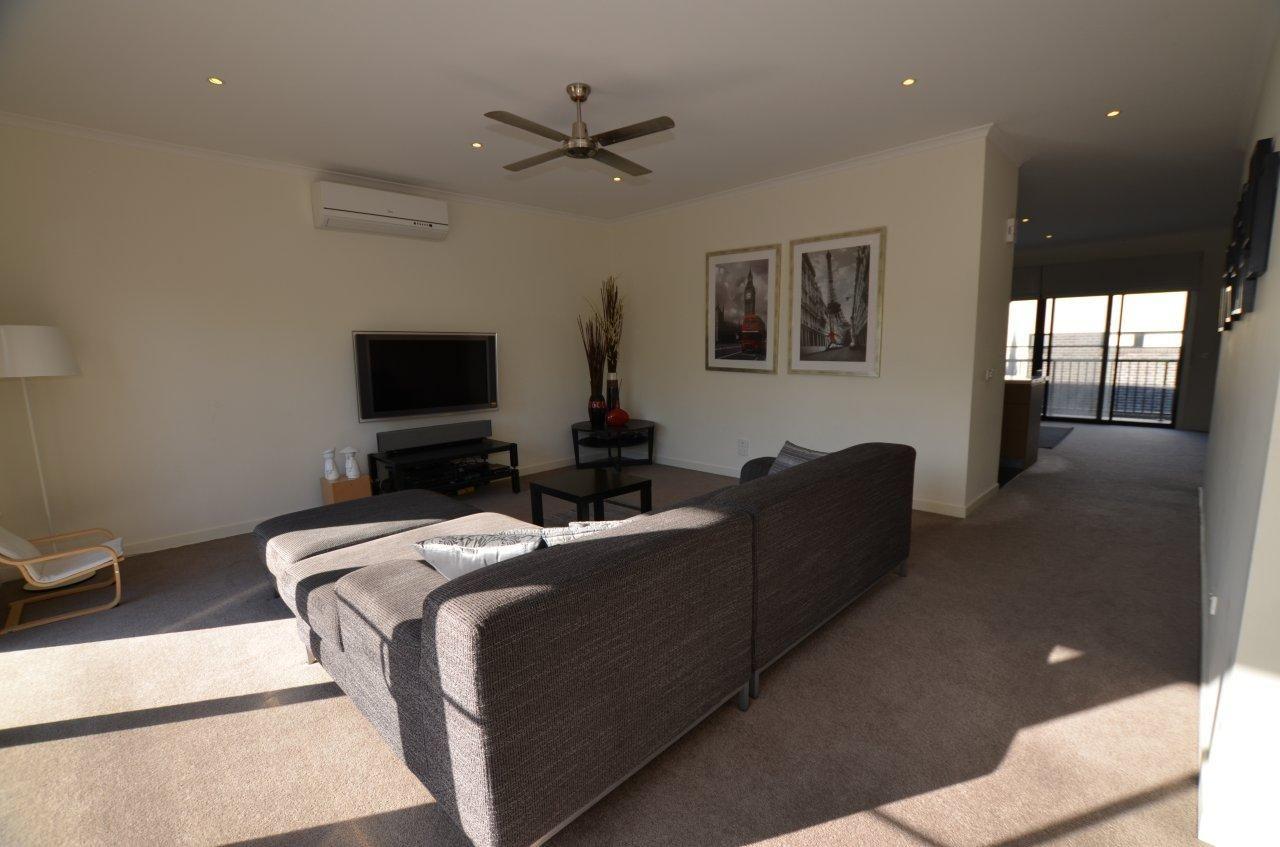 43 Warleigh Road, Footscray VIC 3011, Image 2