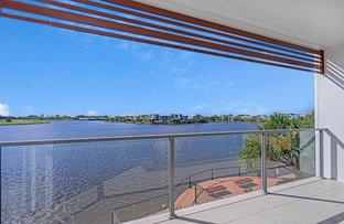 Picture of 1/3028 The Boulevard, Carrara QLD 4211