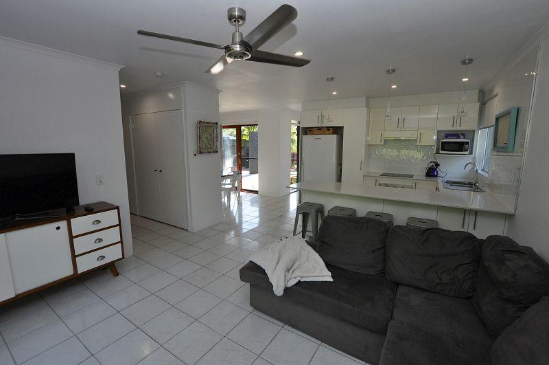 15 Winani Drive, Ashmore QLD 4214, Image 2