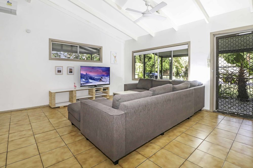 5 Cassava Street, Holloways Beach QLD 4878, Image 2