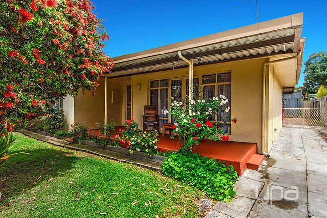 Picture of 43 McArthur Avenue, ST ALBANS VIC 3021