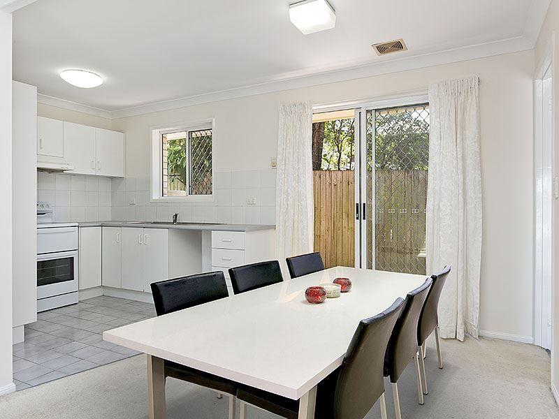 2/2 Moy Street, Kelvin Grove QLD 4059, Image 2