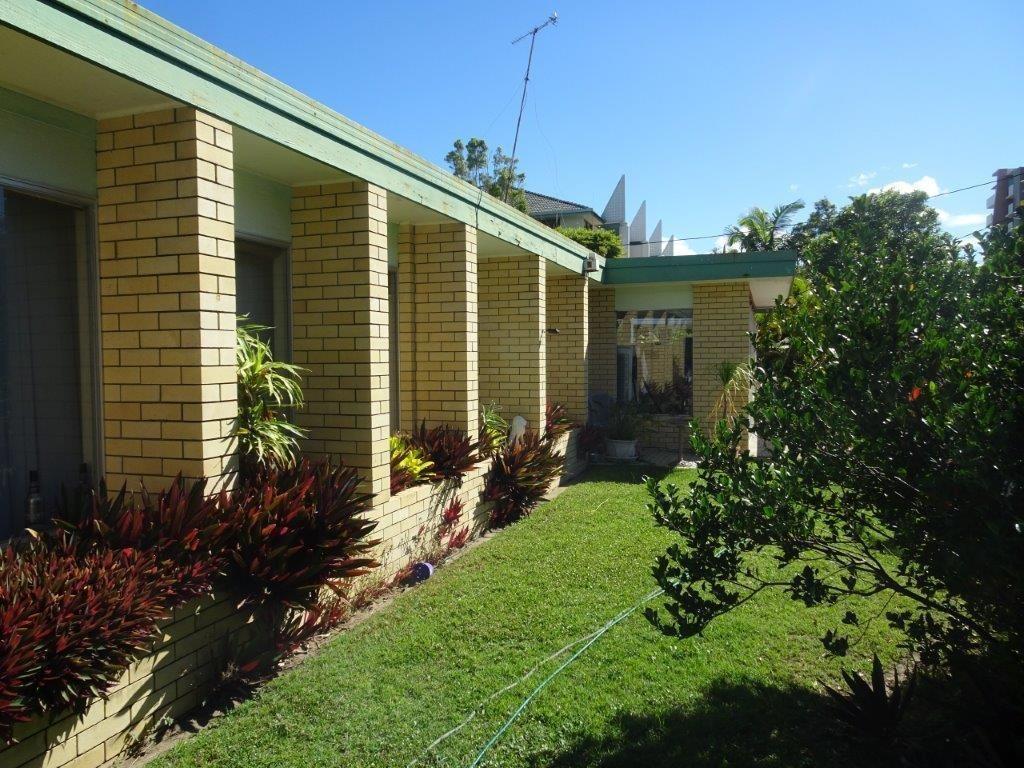 38 Darrambal Street, Surfers Paradise QLD 4217, Image 2
