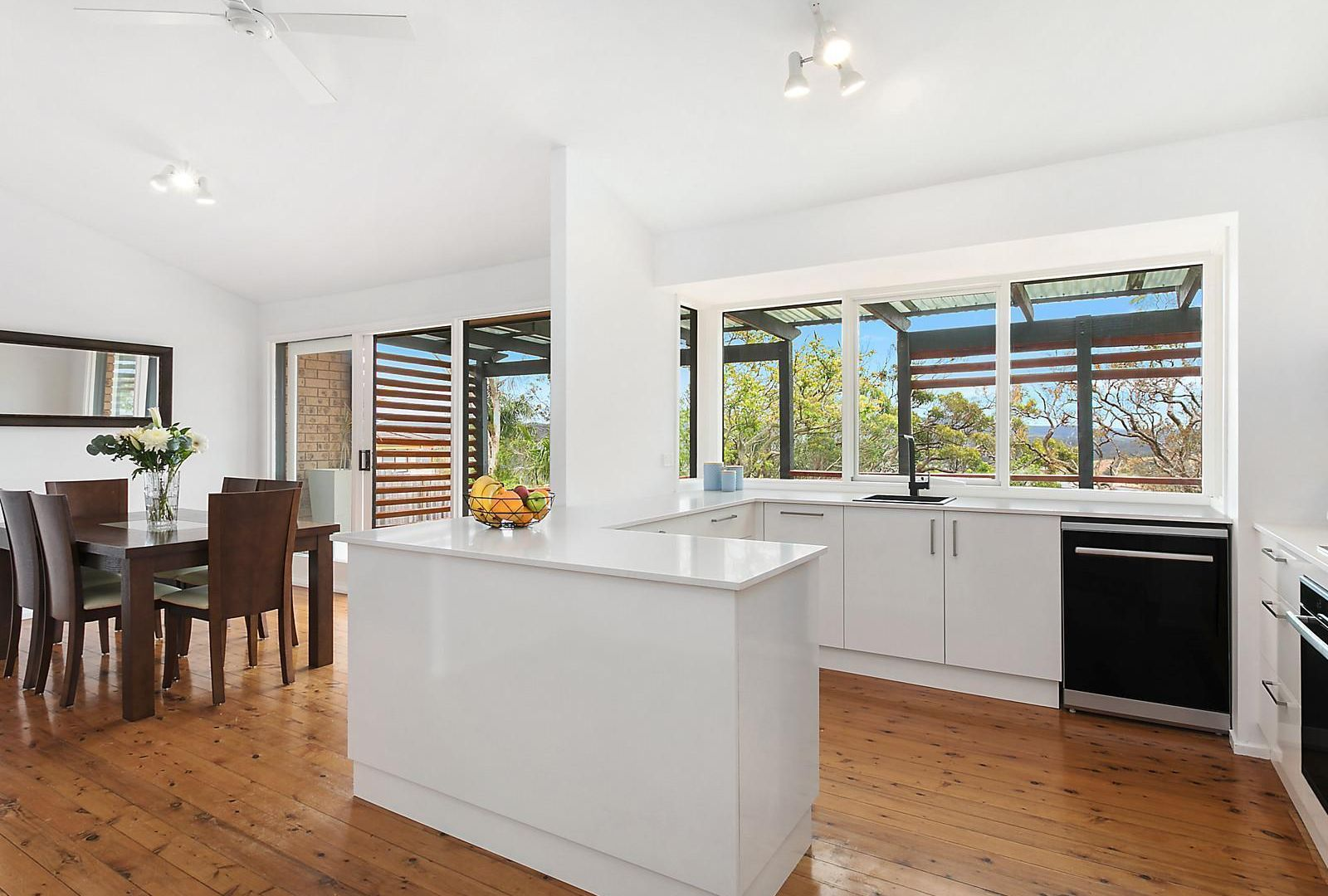 20 Yakaloo Crescent, Forresters Beach NSW 2260, Image 2