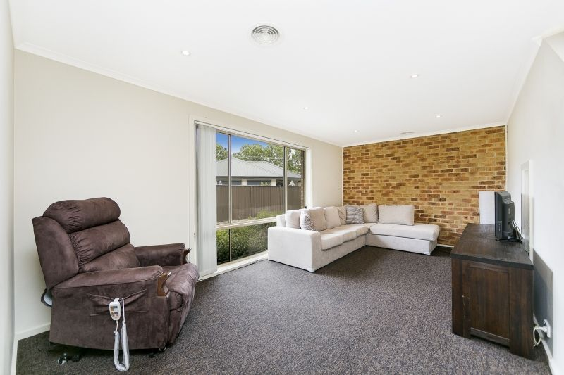 3/4 Mulloon Street, Queanbeyan East NSW 2620, Image 2