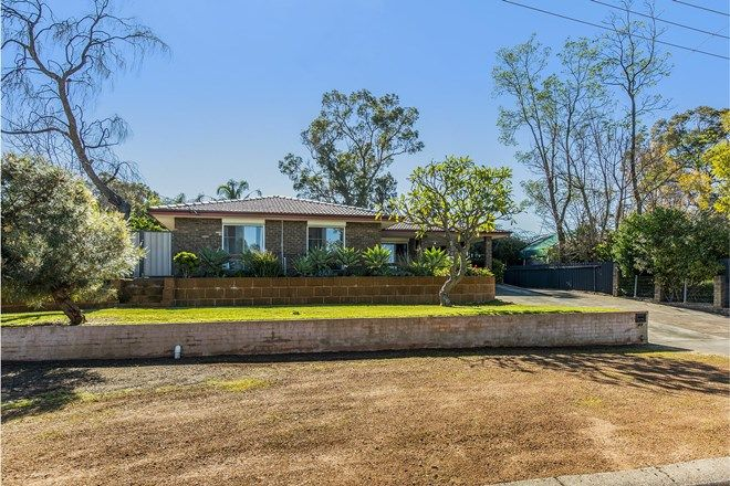 Picture of 27 Baronet Road, LESMURDIE WA 6076