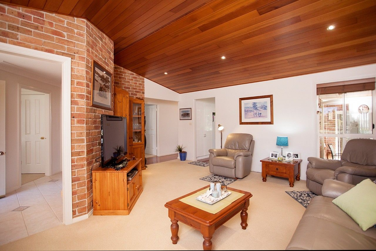 4 Laurina Close, Old Bar NSW 2430, Image 2
