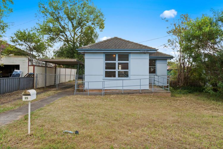 25 Neerini Avenue, Smithfield NSW 2164, Image 0