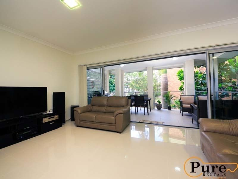4/26 Embie Street, Holland Park West QLD 4121, Image 0