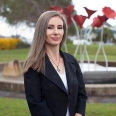 Lilian Dukovski, Principal