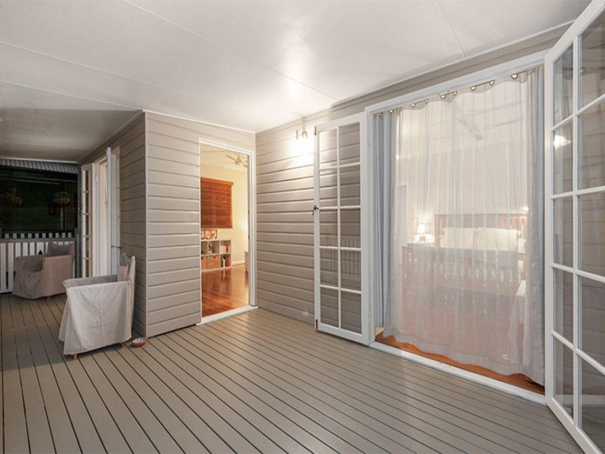 9 Barton Street, Sandgate QLD 4017, Image 2