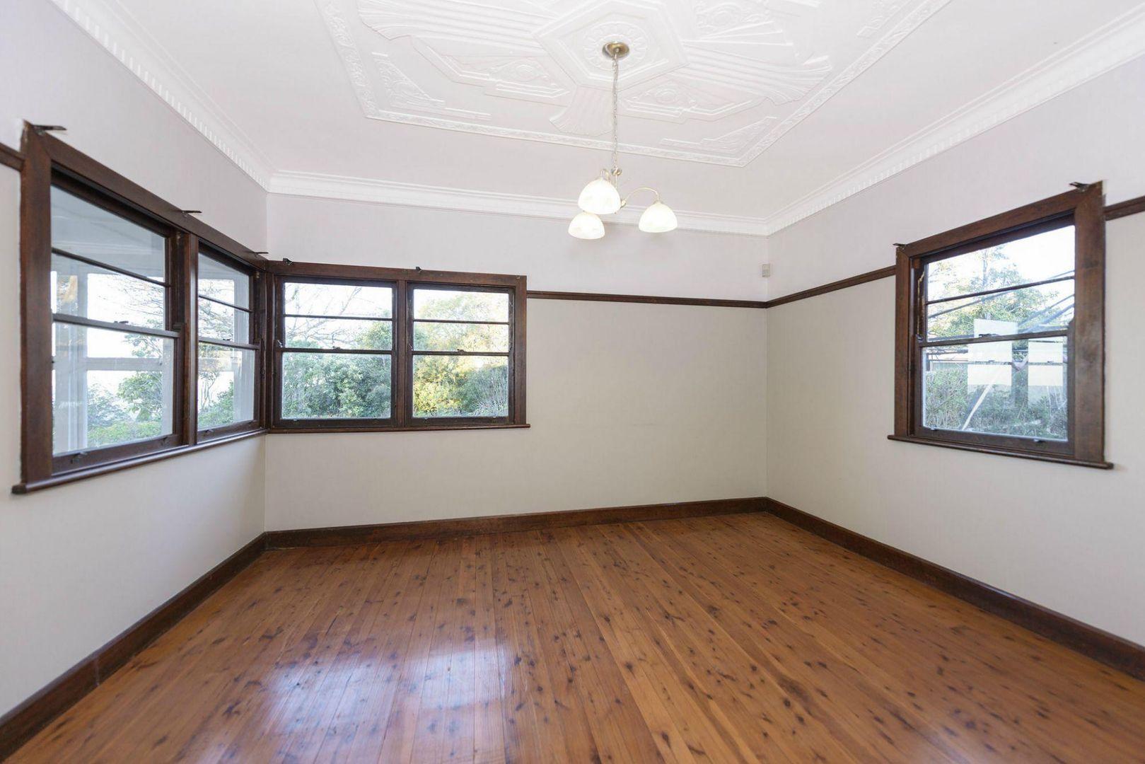3 Simla Street, Mount Lofty QLD 4350, Image 2