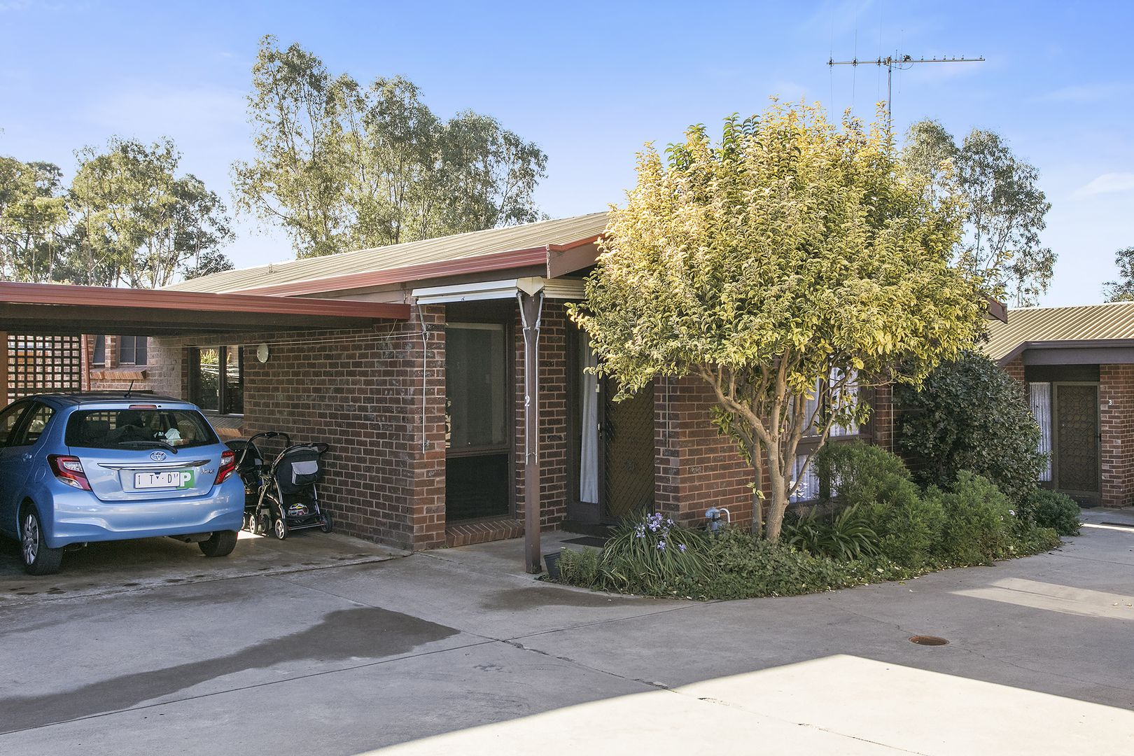 2/127 Mackenzie West Street, Golden Square VIC 3555, Image 0