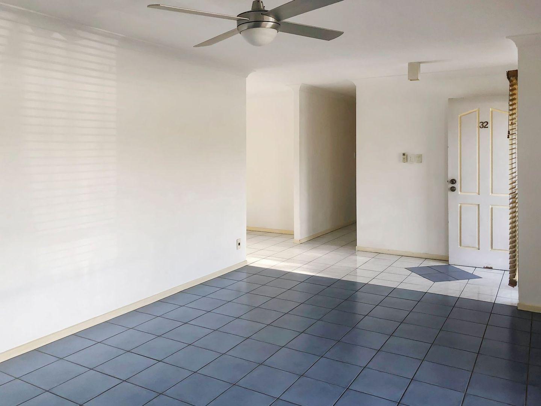 32 Hepworth Street, Arundel QLD 4214, Image 2