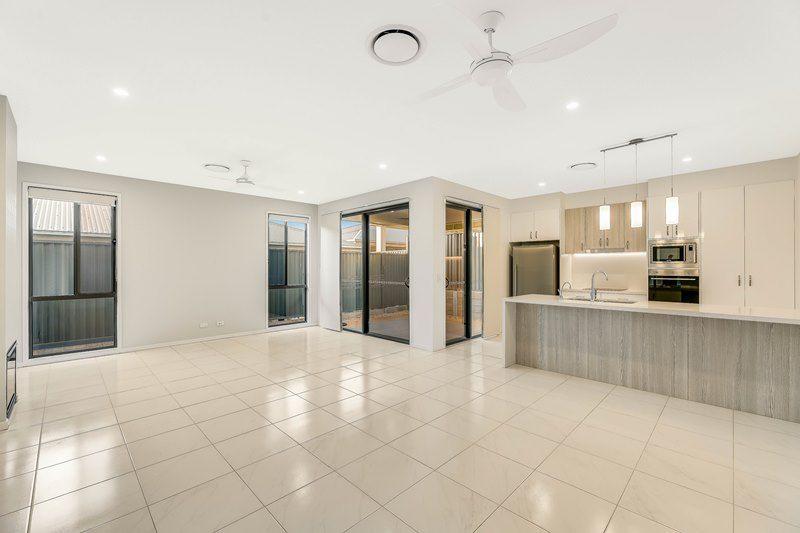 VILLA 54/75 Highgrove Drive, Highfields QLD 4352, Image 0