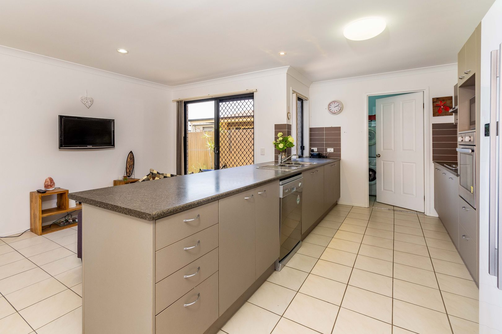 37 Eimeo Place, Sandstone Point QLD 4511, Image 1