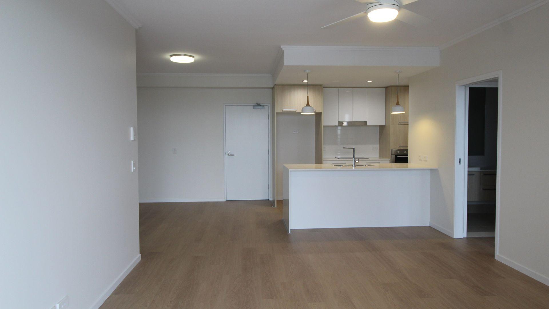 137/25 Parnell Blvd, Robina QLD 4226, Image 2