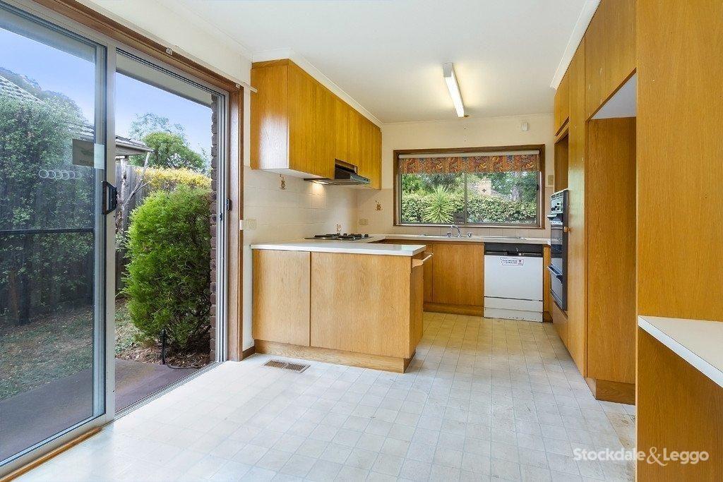 1/13 Irving Street, Mount Waverley VIC 3149, Image 2