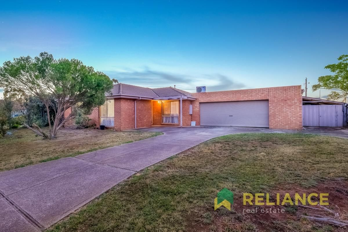 18 Mark Place, Melton West VIC 3337, Image 2