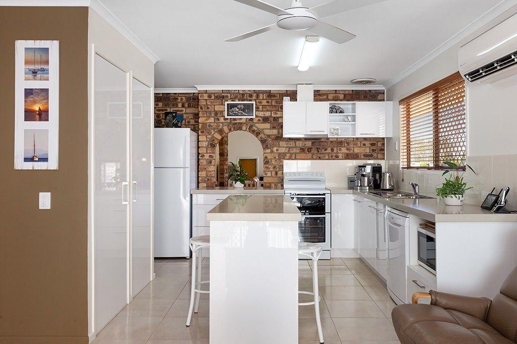 37 Hartigan Street, Belmont QLD 4153, Image 2