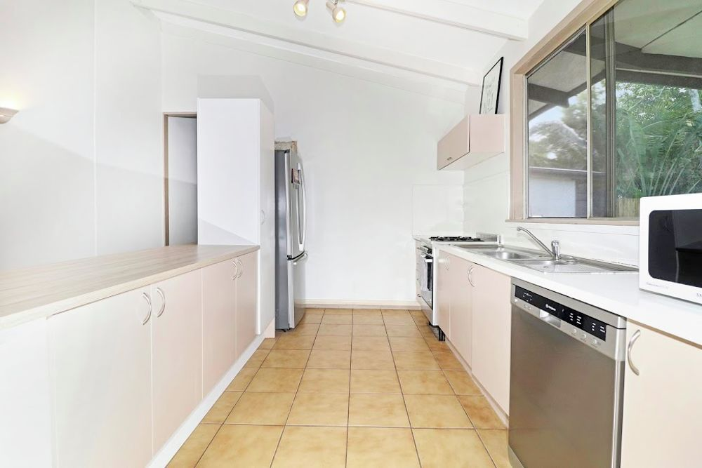 5 Cassava Street, Holloways Beach QLD 4878, Image 2