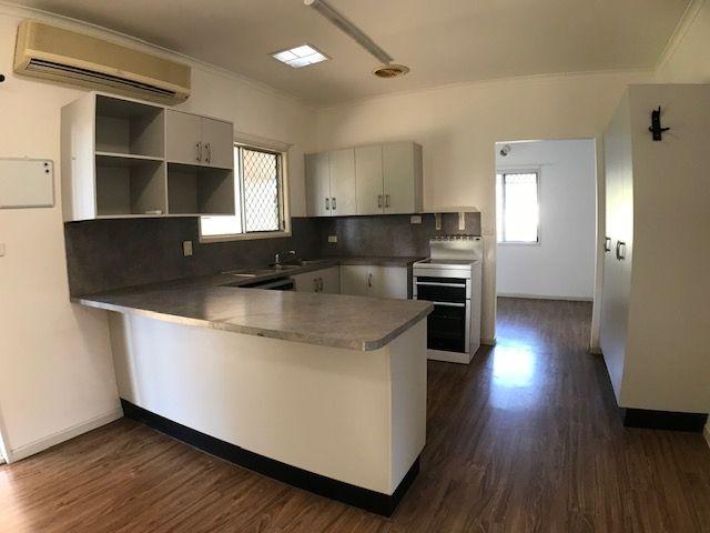 4 Saffola Place, Emerald QLD 4720, Image 2