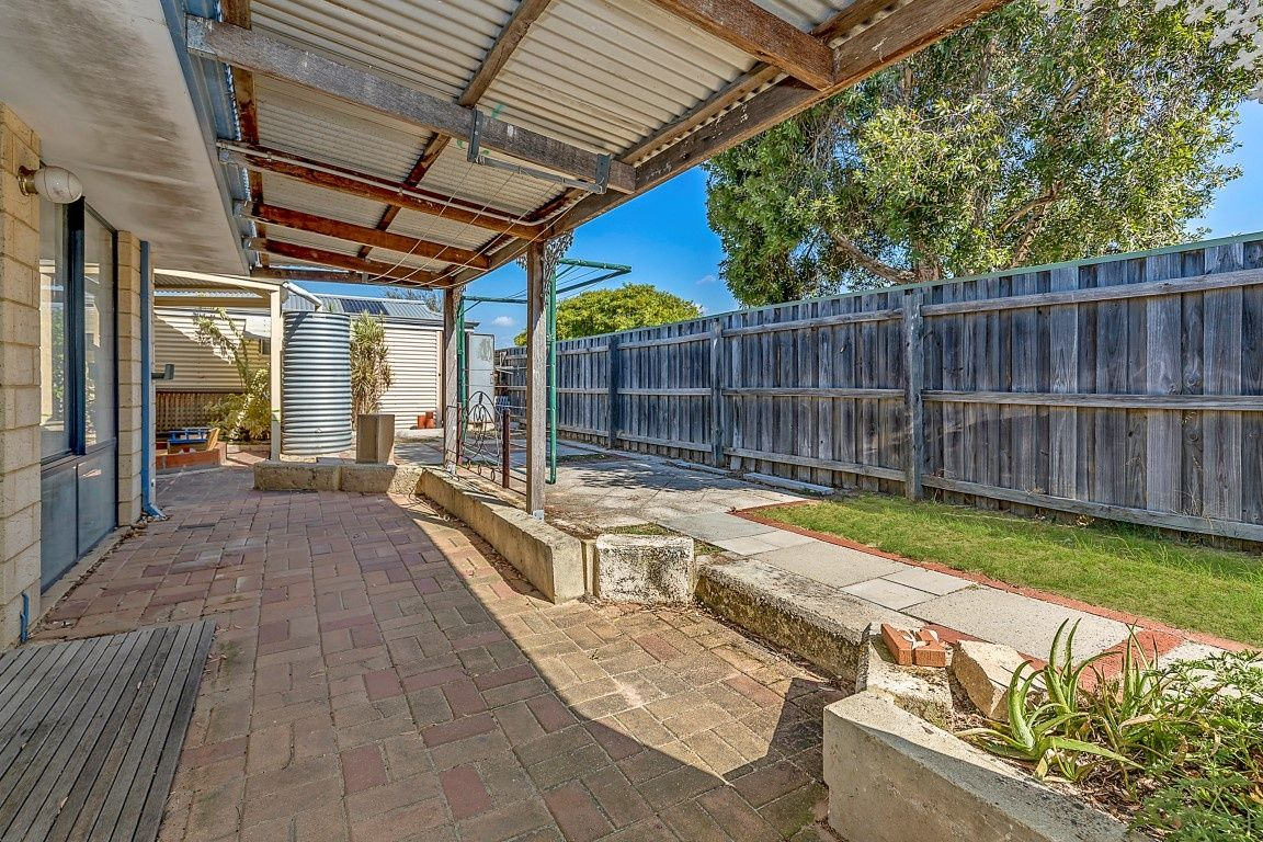 62 Gentle Circle, South Guildford WA 6055, Image 15