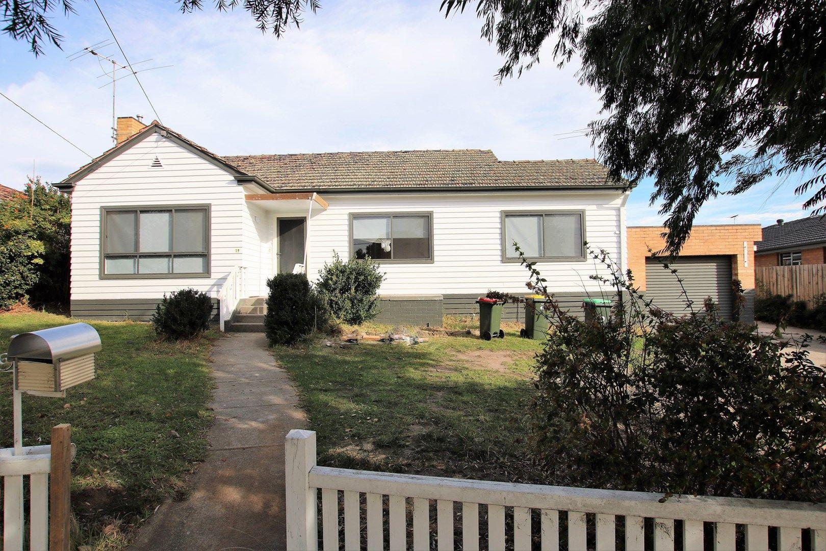 19 Ridge Road, Oak Park VIC 3046, Image 0