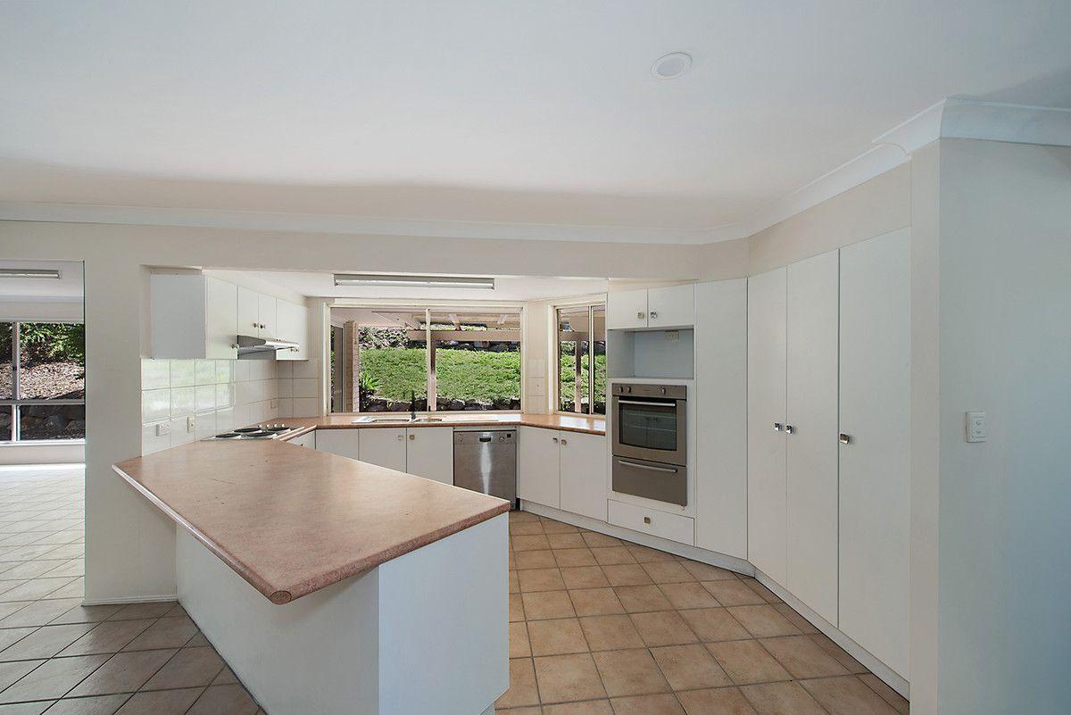 9 Ganton Place, Albany Creek QLD 4035, Image 2