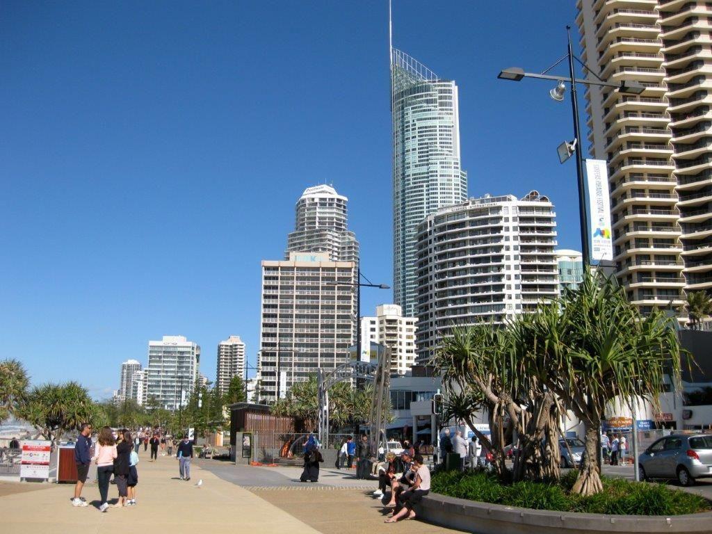 4/14 Leonard Avenue, Surfers Paradise QLD 4217, Image 2