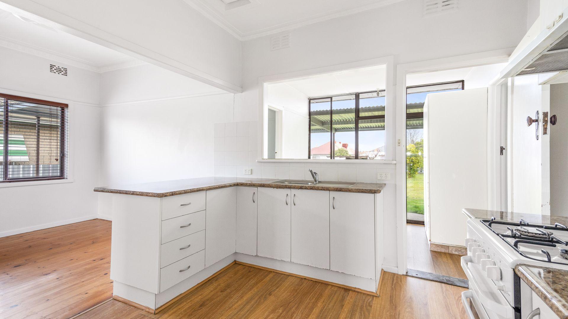 379 Kokoda  Street, North Albury NSW 2640, Image 2
