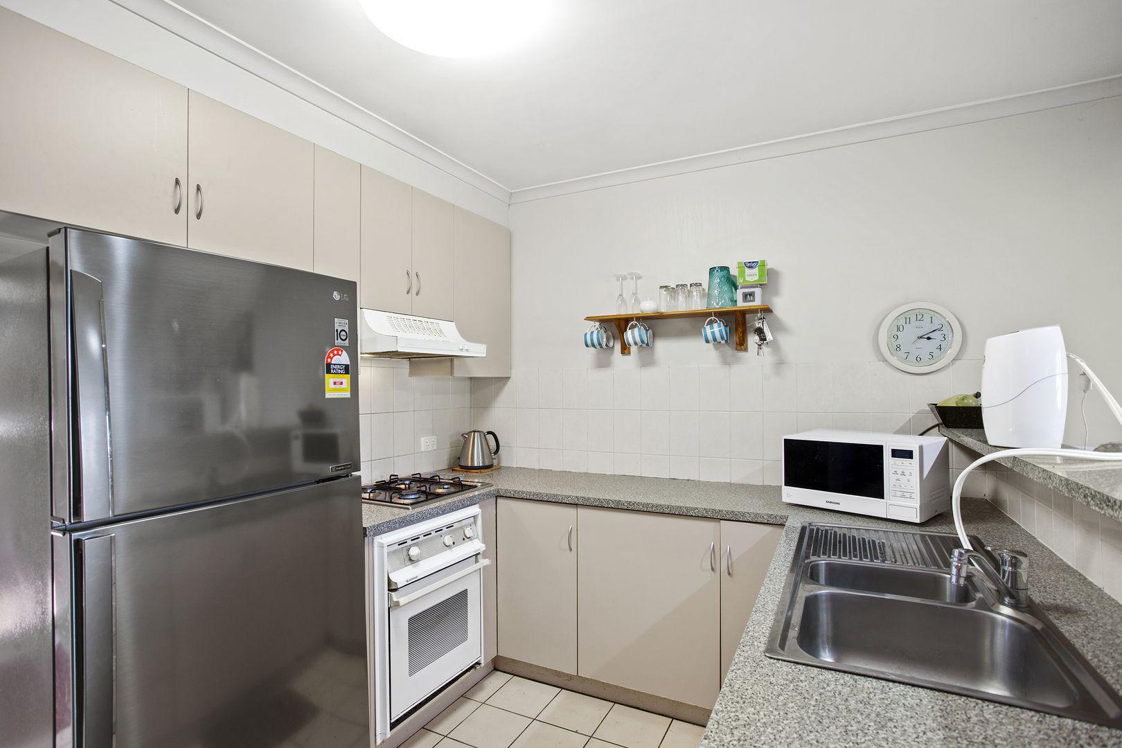 Unit 2/247 Herries Street, Newtown QLD 4350, Image 2