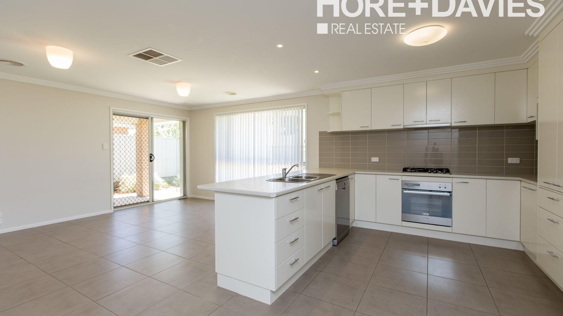 1/22 Tahara Crescent, Estella NSW 2650, Image 2