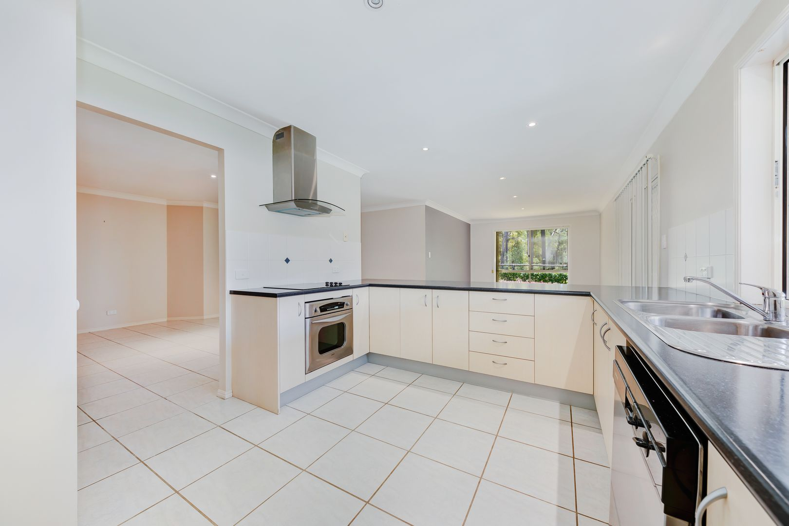 17 Tiverton Place, Landsborough QLD 4550, Image 2