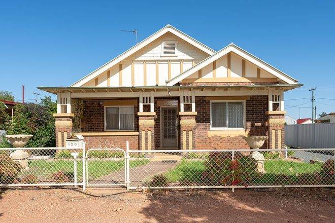 Picture of 120 DeBoos Street, TEMORA NSW 2666