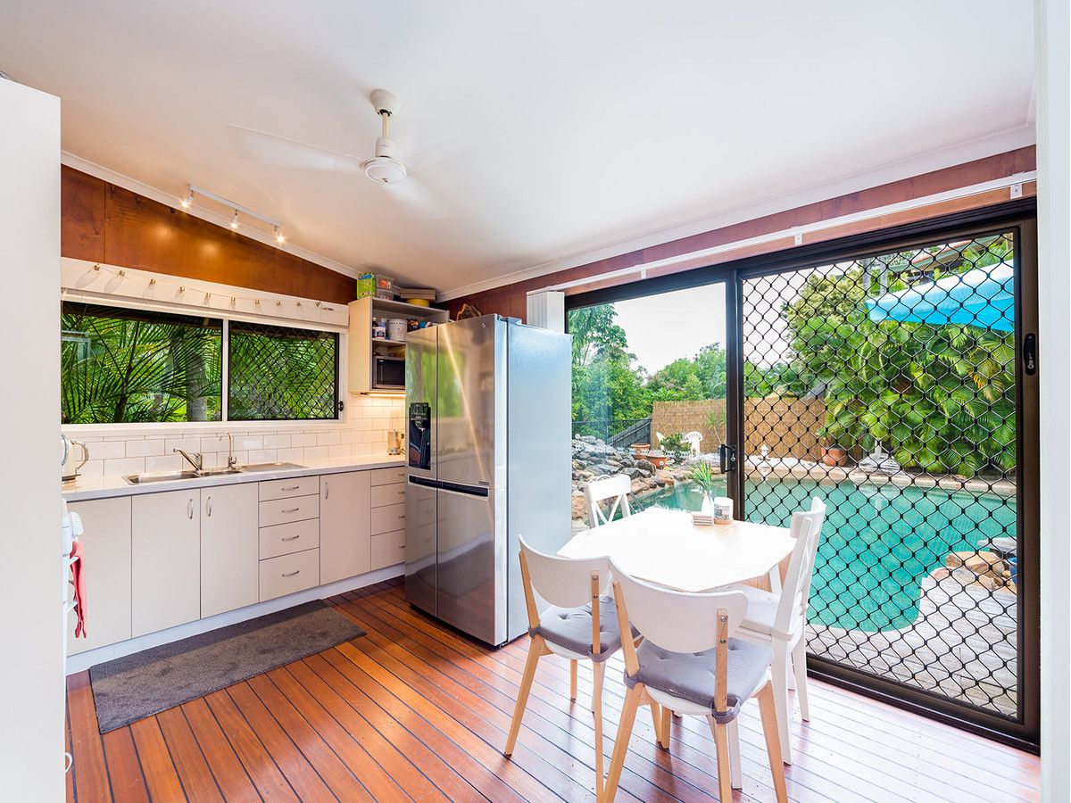 12 Bairnsdale Court, Helensvale QLD 4212, Image 2