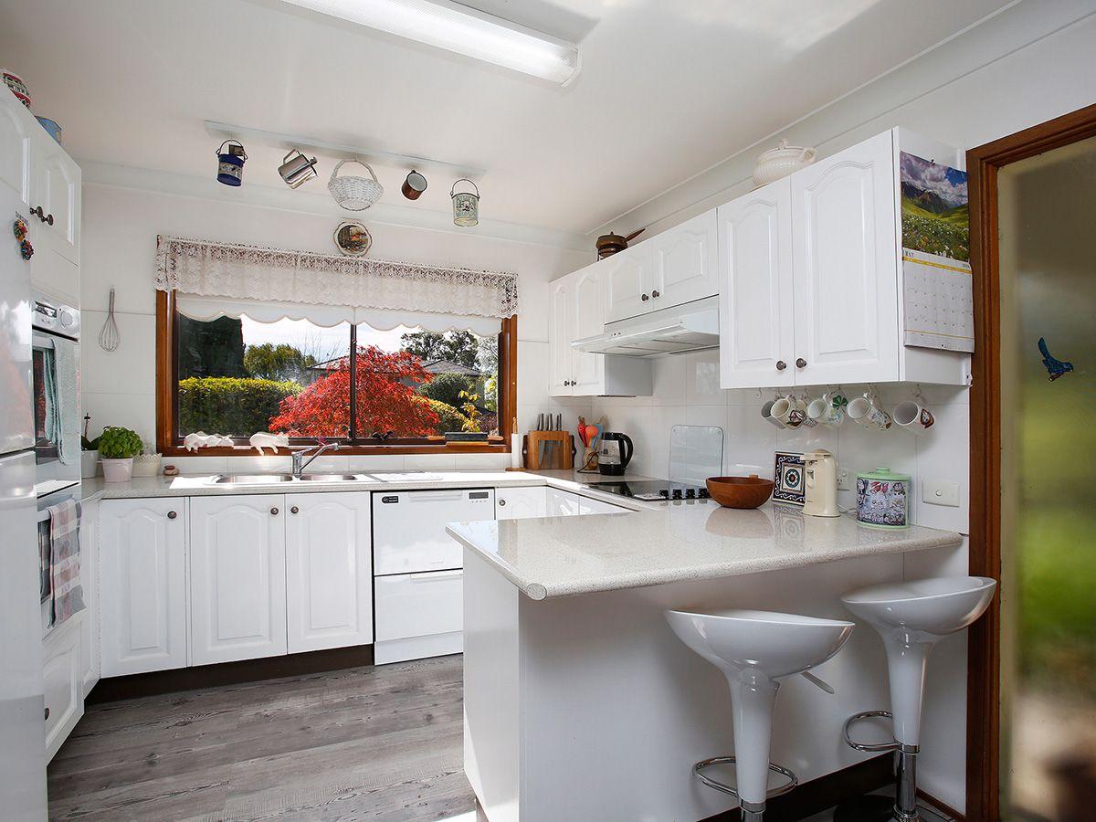 8 Denham Close, Moss Vale NSW 2577, Image 2
