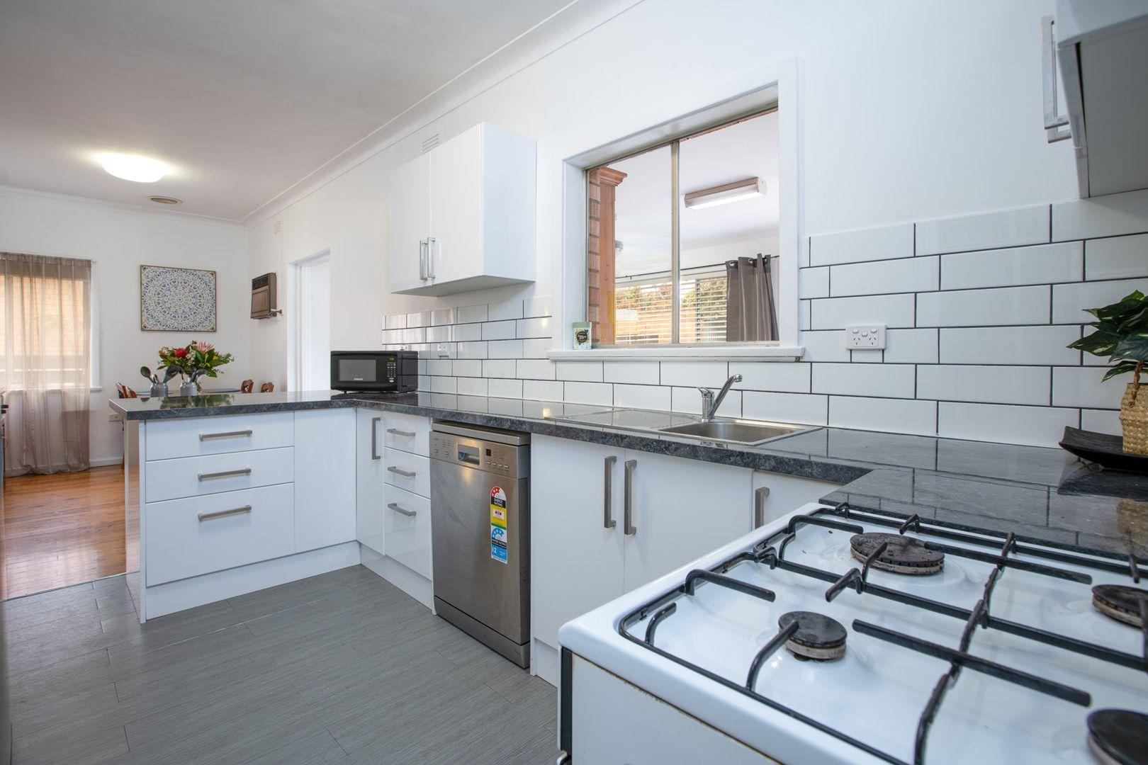 934 Calimo Street, North Albury NSW 2640, Image 2